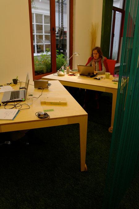 Bar2 Table