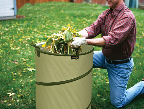 Fiskars 9413 30-Gallon Hard Shell Base Kangaroo Gardening Container
